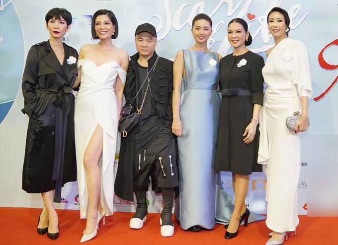 Người mẫu Xuân Lan, Vũ Cẩm Nhung, nhà thiết kế Đỗ Mạnh Cường và hoa hậu Hà Kiều Anh có mối quan hệ thân tình với Ngô Thanh Vân.