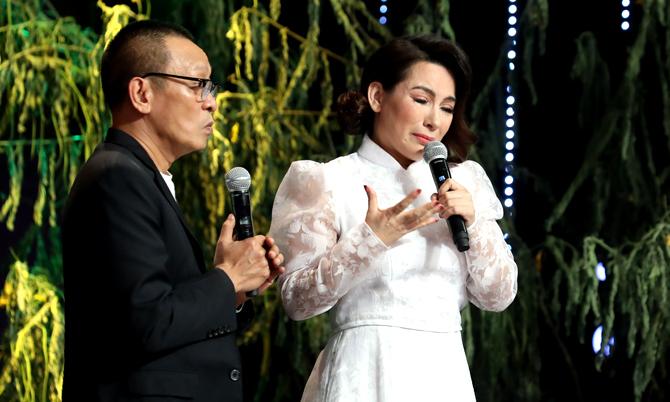 Phi Nhung nhớ cảnh mồ côi từ nhỏ
