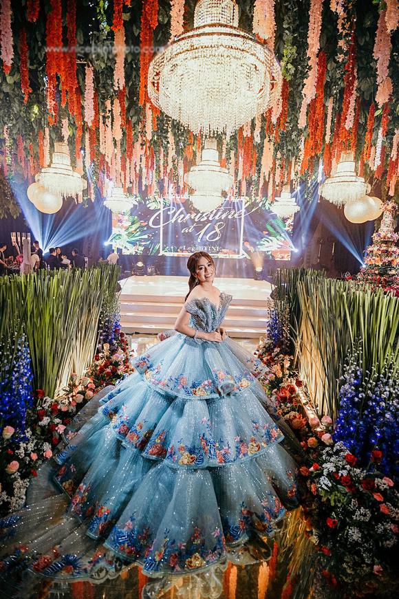 Gần đây, Christine Lim, sinh viên ngành báo chí và là một diễn viên triển vọng ở Philippines, đã tổ chức tiệc sinh nhật lần thứ 18 như trong mơ đối với hầu hết các cô gái tới tuổi trưởng thành.