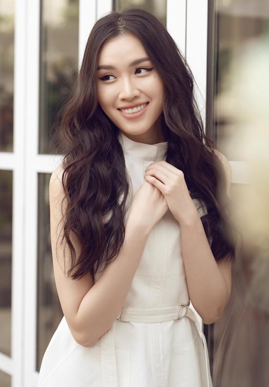 MC Thanh Thanh Huyền chuộng gu thời trang đơn giản, nữ tính.