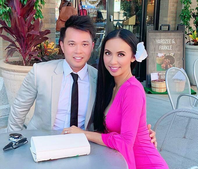 Ông xã cũng chính là mối tình đầu của Huyền Ny. Cả hai yêu nhau từ những năm học cấp 3 tại Việt Nam, sau đó tiếp tục sang Mỹ du học và định cư.
