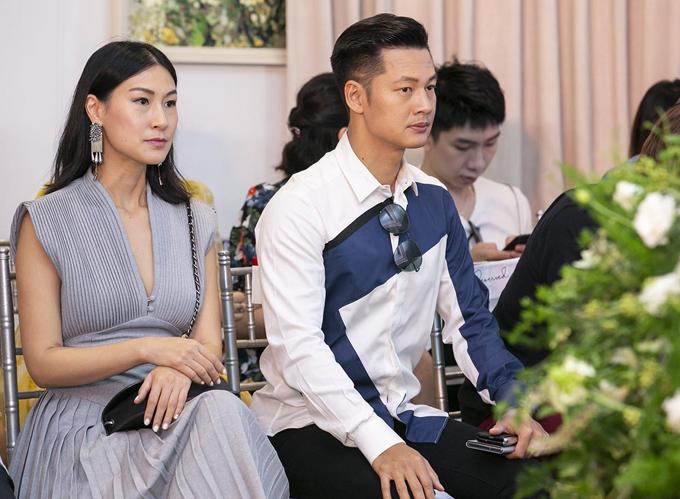 Diễn viên Kathy Uyên (trái) và ca sĩ Đức Tuấn cũng là khách mời trong buổi giao lưu cùng hai nhà sáng chế nước hoa.