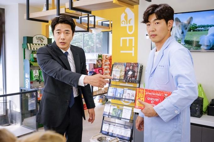 Hai sao nam được yêu thích của Hàn Quốc Kwon Sang Woo và Lee Jong Hyuk.