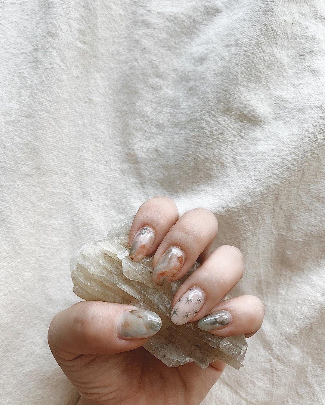 8 mẫu móng vân đá phù hợp cho mọi dịp