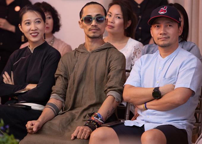 Tiến Đạt hội ngộ vợ chồng ca sĩ Phạm Anh Khoa tại buổi giao lưu với hai nhà sáng chế nước hoa nổi tiếng Mark Buxton và David Chieze.