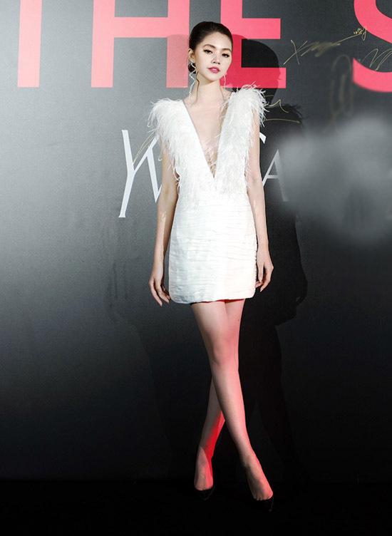 Jolie Nguyễn tiết lộ cô được đón tiếp trịnh trọng trong chuyến công tác Thượng Hải.