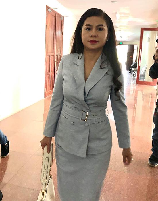 Bà Thảo đến tòa sáng nay.