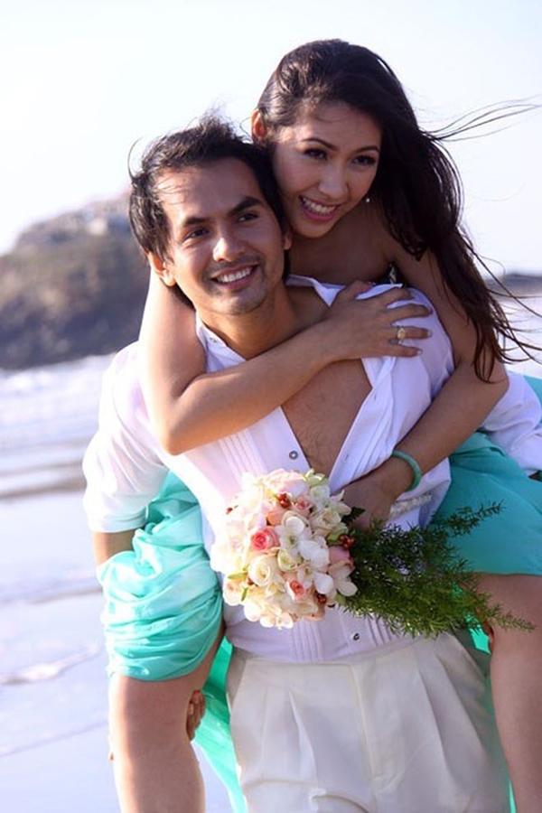 Đức Tiến và Bình Phương trong ảnh cưới cách đây 9 năm.