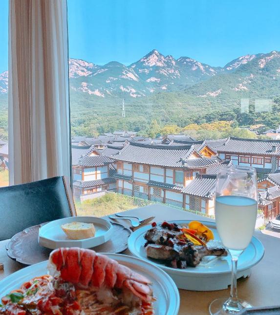 Nhà hàng view đẹp Hari giới thiệu trong show Hàn