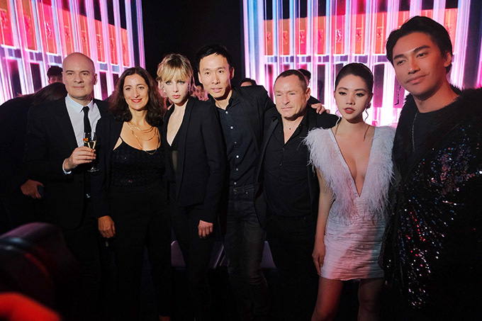 Cô gặp gỡ nhiều doanh nhân và nghệ sĩ trong đêm tiệc tối 3/12.