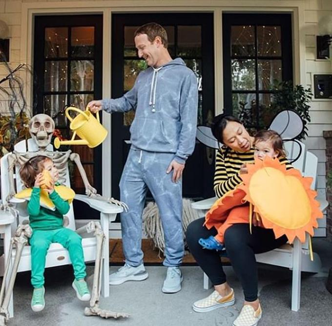 Gia đình Zuckerberg hóa trang trong ngày Halloween. Ảnh: Instagram.