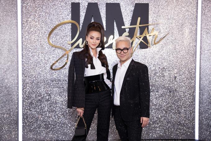 Hoa hậu Phương Khánh và nhà thiết kế Chung Thanh Phong (tóc bạc)