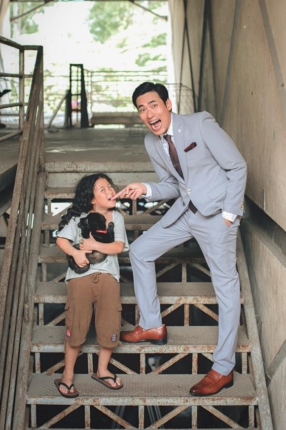 Kiều Minh Tuấn vào vai người cha bất đắc dĩ.