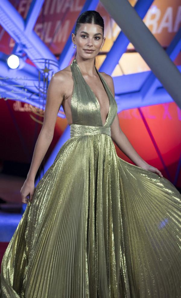 Nữ diễn viên Camila Morrone cũng tham dự liên hoan phim quốc tế Marrakech cùng Priyanka.