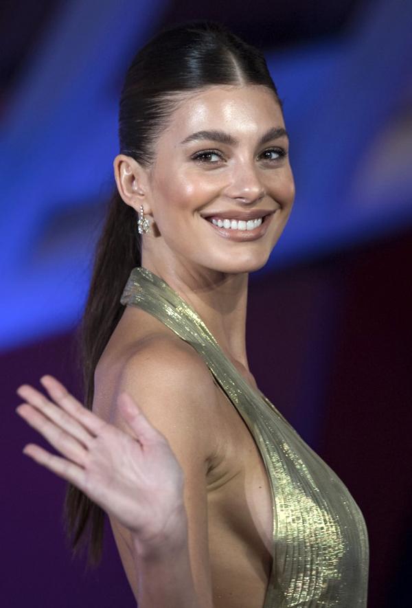Người đẹp 23 tuổi là cô đào đang lên của màn ảnh Hollywood, hội tụ đầy đủ nhan sắc và khả năng diễn xuất.