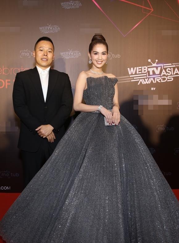 Vũ Khắc Tiệp đến lễ trao giải cùng người mẫu Ngọc Trinh.