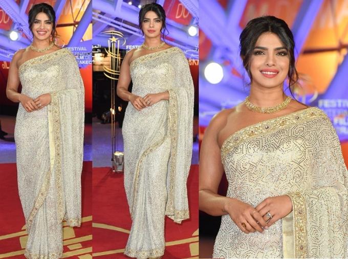 Priyanka Chopra không chỉ là ngôi sao hàng đầu của Bollywood mà cô còn là một nữ diễn viên nổi tiếng tại Hollywood với các bộ phim như Baywatch, Quantico... Priyanka hiện sống tại Mỹ cùng chồng - nam ca sĩ Nick Jonas.