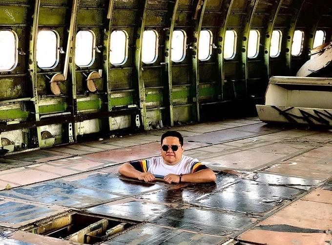 Điểm thú vị là đến đây, bạn có cơ hội tận mắt xem bên trong chiếc máy bay thực sự như thế nào. Không ít người cho rằng, Airplane Graveyard vừa là bãi báy bay phế thải nhưng cũng là bảo tàng. Anh Carlo.xb check-incùng dòng chú thích: Người ta nói với tôi rằng đây là khoang thương gia khiến nhiều người ngạc nhiên.