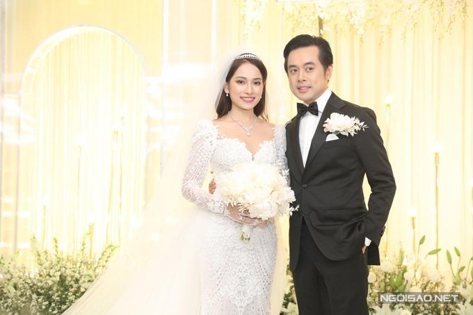 Dương Khắc Linh chia sẻ ở hôn lễ rằng anh thấy may mắn khi cưới được người vợ hiền lành, ít nói, sẵn sàng hy sinh sự nghiệp để trở thành người phụ nữ của gia đình.