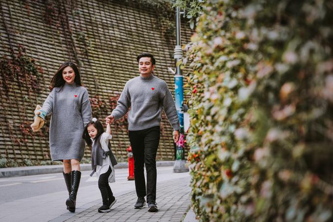 Tiết trời của Seoul se lạnh nhưng không quá buốt, không có nắng hanhnên cả gia đình thích thú dạo chơi trên từng góc phố.