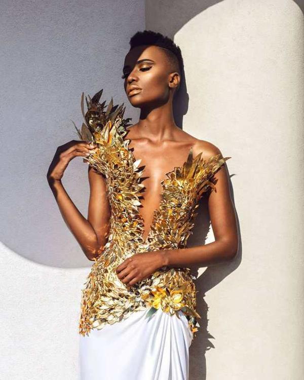 Tuy nhiên, Zozibini Tunzi luôn là cô gái mạnh mẽ, tin vào vẻ đẹp riêng của mình. Cô phát biểu: Phụ nữ đa diện giống như cầu vòng. Chúng ta đến trong mọi hình dáng, kích cỡ và sắc thái khác nhau. Một điểm chung của chúng ta là sự mạnh mẽ và tất cả chúng ta đều là nữ hoàng.