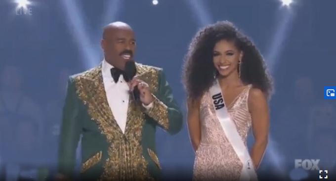 Người đẹp nước chủ nhà vào Top 20 trong tiếng hò reo cuồng nhiệt của khán giả.