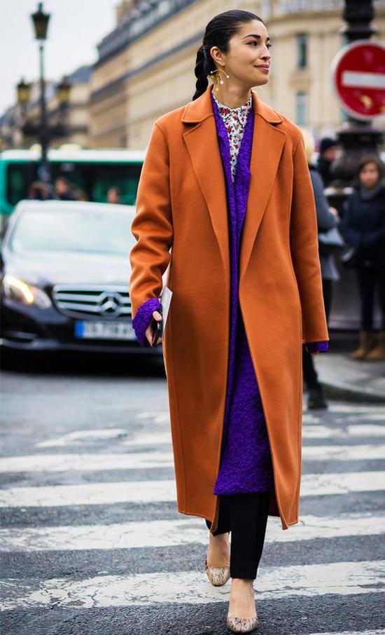 Nâu, tím, cám đất, xanh bule là những tông màu các bạn gái nên tham khảo khi chọn áo khoác ở mùa đông năm nay.