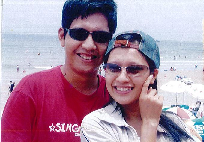 Thanh Thúy chia sẻ ảnhlần đầu đi Vũng Tàu với ông xã năm 2005. Cô vẫn lưu giữ tất cả khoảnh khắc kỷ niệm từ khi hai vợ chồng cònhẹn hò đến hiện tại.