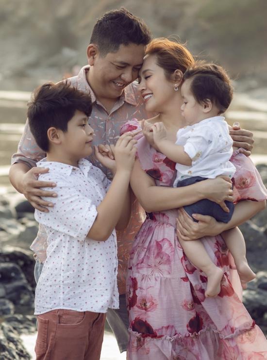 Cuộc hôn nhân của Thanh Thúy từng trải qua những sóng gió nhưng cuối cùng hai vợ chồng đã giải tỏa được mọi khúc mắc, giữ được tổ ấm bình yên cho hai con.