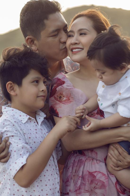 Từ khi có thêm bé Tết, Thanh Thúy và Đức Thịnh càng gắn bó hơn. Cả hai cùng hạn chế mang công việc về nhà, dành nhiều thời gian cho nhau hơn và hâm nóng tình cảm bằng những chuyến du lịch, nghỉ dưỡng.