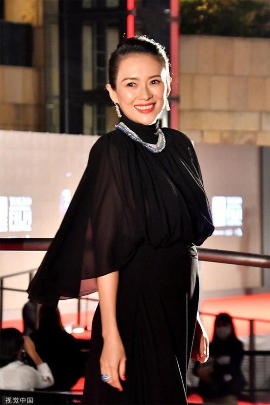 Hồi tháng 10, khi xuất hiện tại một Liên hoan phim, Tử Di đã mang thai 7 tháng.