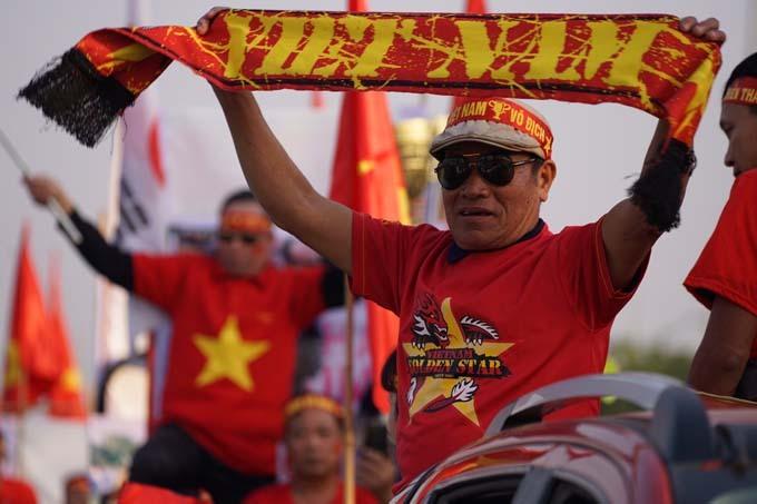Sau đó, xe chở đội tuyển sẽ tới thẳng VP Chính phủ, báo công cũng như gặp gỡ Thủ tướng Nguyễn Xuân Phúc.