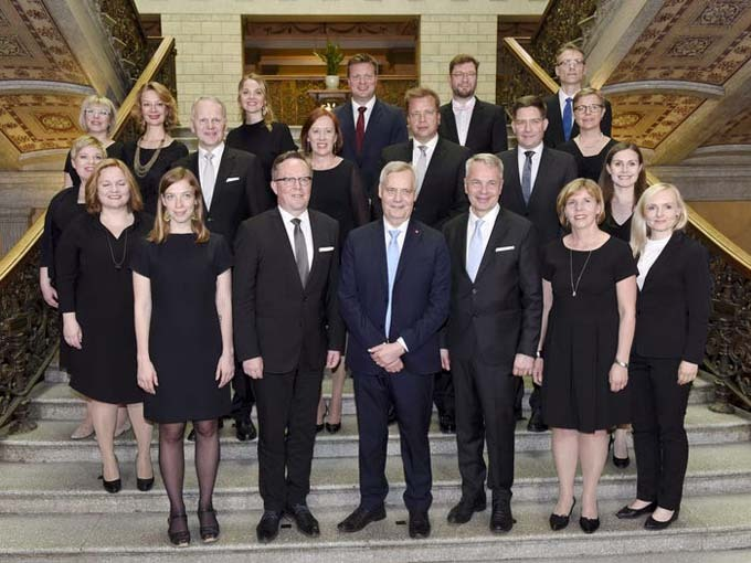 Ministers of the new Finnish government pose for a family photo in Helsinki, Finland, June 6, 2019. Reuters.
