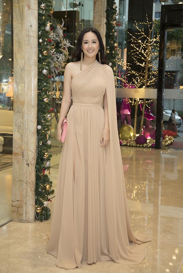 Hoa hậu Việt Nam 2006 Mai Phương Thuý xuất hiện tại sự kiện với bộ đồ được nhà thiết kế Lê Thanh Hoà thực hiện riêng. Đây là sự kiện của nhãn hàng do Hoa hậu Việt Nam 2006 làm đại sứ hình ảnh suốt 10 năm qua.