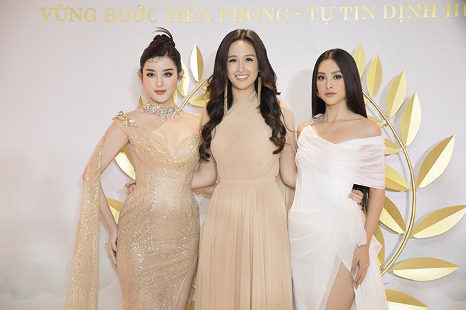 Á hậu Huyền My cũng có mặt tại sự kiện. Cô kết hợp váy xuyên thấu với trang sức đính đá lấp lánh.