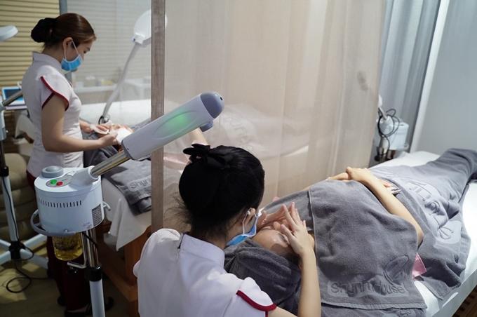 Nhiều khách hàng sau khi tư vẫn đã đăng kýdịch vụ làm đẹp liên quan đến nám, tàn nhang và lão hoá da tại cơ sở.