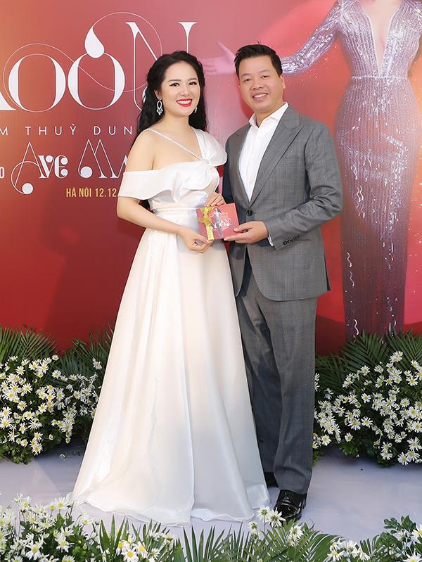 Đăng Dương là một trong hai nam ca sĩ khách mời góp giọng vào CD Moon của Phạm Thuỳ Dung. Anh cùng cô thể hiện ca khúc Chuyện về trăng và mặt trời. Trước đó, anh cũng xuất hiện trong liveshow Trăng hát của cô diễn ra hồi tháng 9.