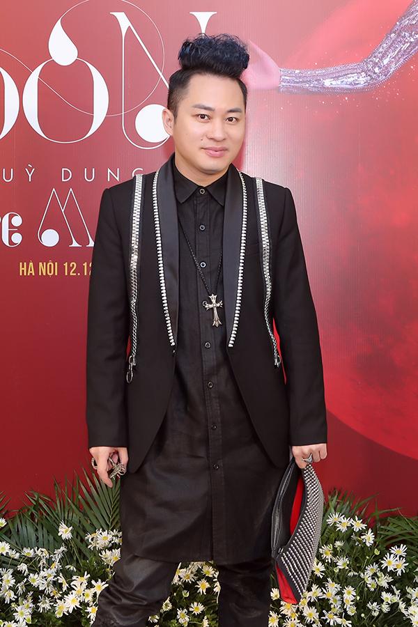 Cùng với Đăng Dương, Tùng Dương cũng là khách mời trong album của Phạm Thuỳ Dung. Anh và nữ ca sĩ hoà giọng trong ca khúc The Phantom Of Opera.