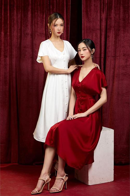 Midu (trái) pose hình cùng Jun Vũ kỷ niệm mùa Giáng sinh.
