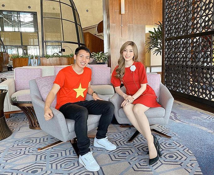 Hoa hậu Phương Nga gặp gỡ và trò chuyện cùng cầu thủ Hùng Dũng hậu SEA Games 30.