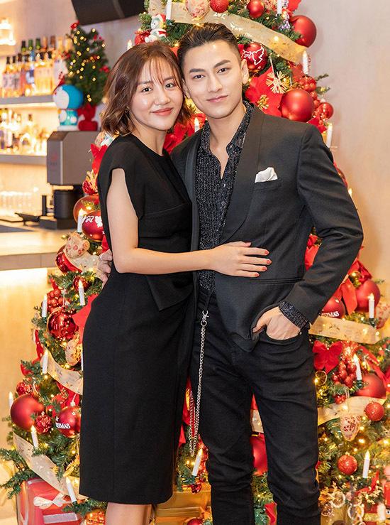 Isaac dự tiệc cùng Văn Mai Hương.