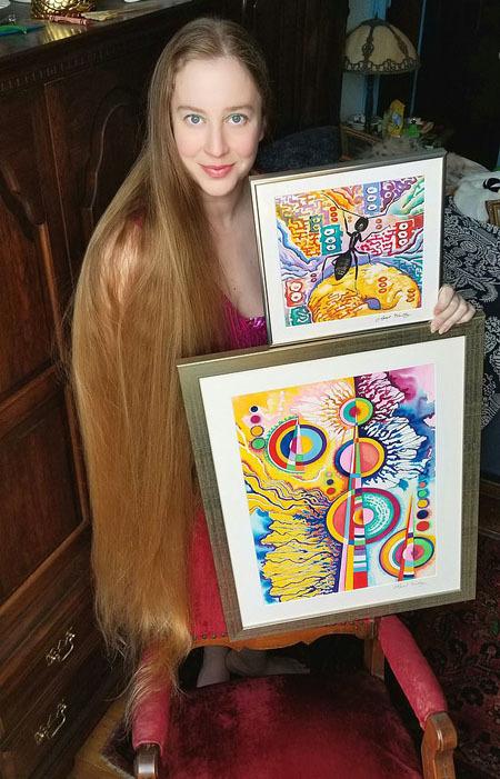 April hiện là nghệ sĩ ở thành phố Wheeling, bang Tây Virginia.