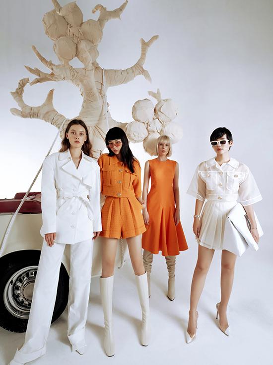 Sự pha trộn giữa nét nữ tính và nam tính đồng thời được thể hiện qua cách nhà thiết kế Công Trí kết hợp giữa suit và nơ, giữa quần âu suông thẳng cùng áo chemise cổ tay chuông.