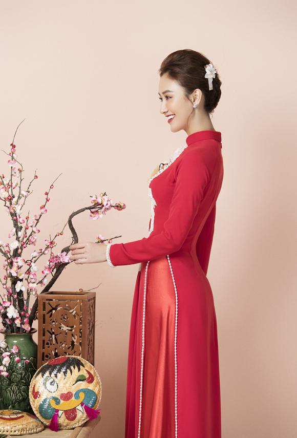 Á hậu Hà Thu diện áo dài đón xuân - 3