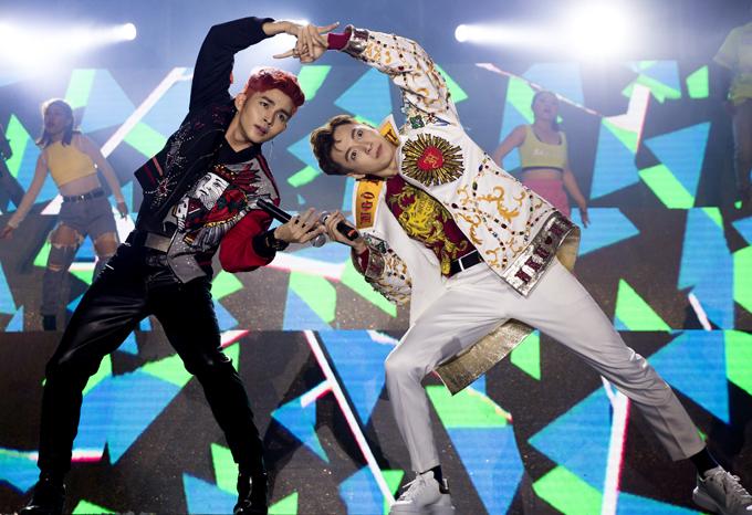 Jun Phạm cùng chàng Bắp khuấy động đêm nhạc với một tiết mục vui nhộn, dễ thương có tên Nupakachi.