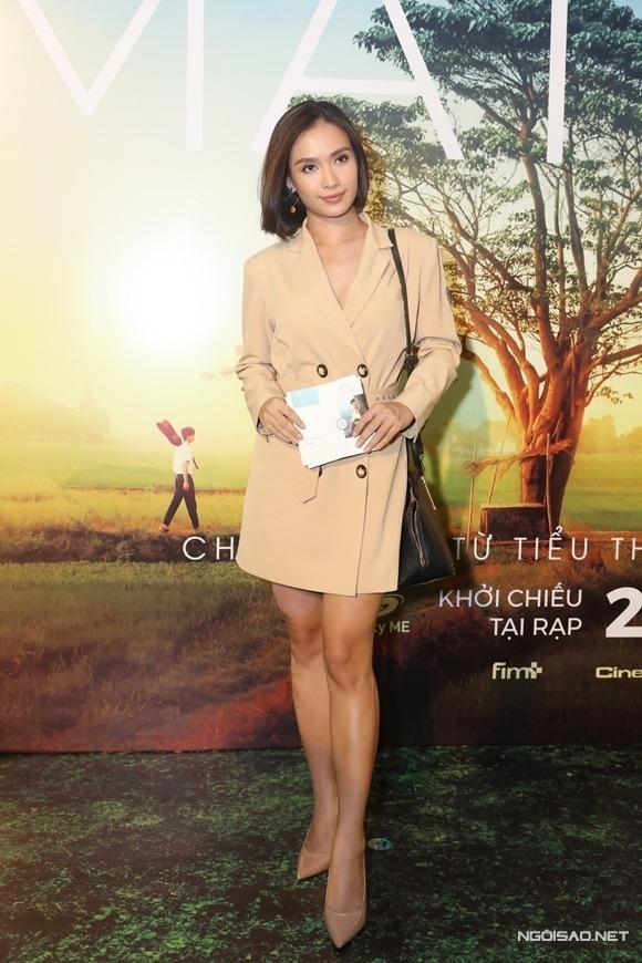 Ca sĩ Ái Phương dự ra mắt phim Mắt biếc.