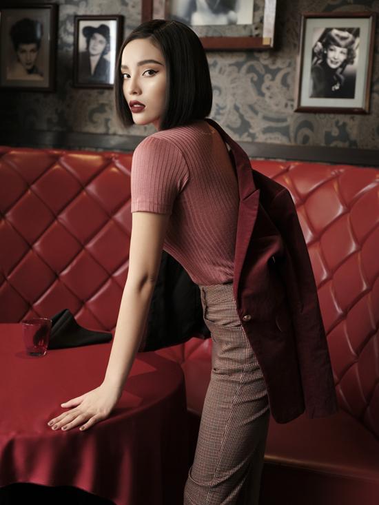 Minh Triệu cho biết, cô luôn tự tay lựa chọn từng chất liệu, cho đến thiết kế cho nhãn hàng mà mìnhlàm chủ , sao cho phải thật hài lòng chính cô trước khi mang đến cho khách hàng .