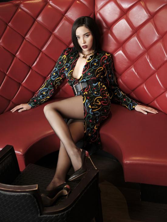 Theoquan điểm của Minh Triệu,muốn đẹp trước tiên phụ nữ phải thật sự thoải mái vàtự tin. Nắm được tâm lý đó , các thiết kế siêu mẫuđem đến đều mang đến sự thoải mái về chất liệu cùng tính ứng dụng rất cao trong từng trang phục.