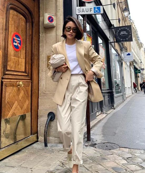 Nổi bật trong trào lưu ăn mặc thịnh hành ở mùa mốt năm nay là sự xuất hiện của mẫutúi The Pouh đến từ thương hiệu Bottega Venetta.