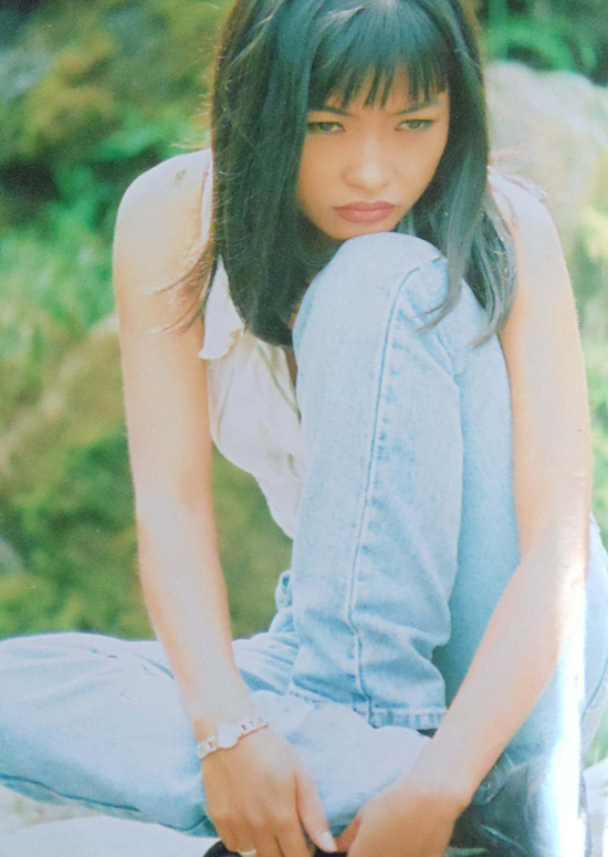 Phương Thanh ở tuổi ngoài 20 theo đuổi hình ảnh trẻ trung, năng động. Cô được khán giả yêu mến qua các ca khúc như Trống vắng, Giã từ dĩ vãng suốt những năm cuối thập niên 90, đầu 2000.